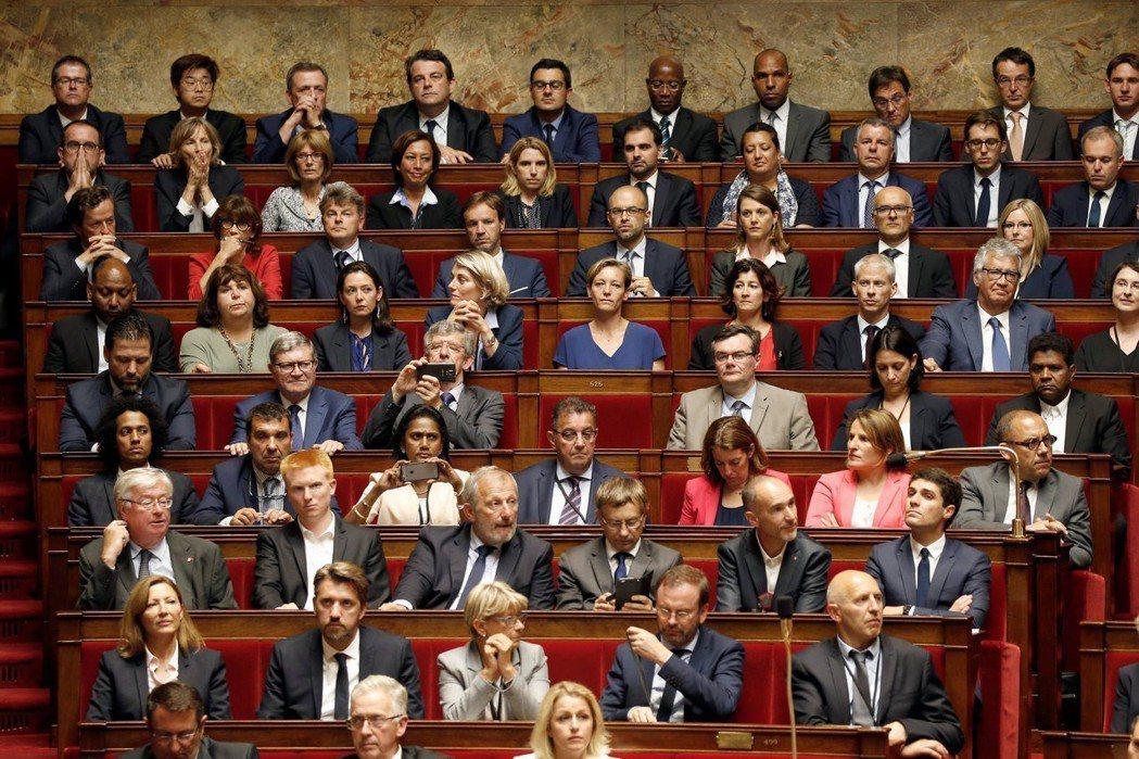 「議員太多了、通常不會出現在議會現場、不顧民生疾苦、坐領乾薪!」若要改革,那麼何...