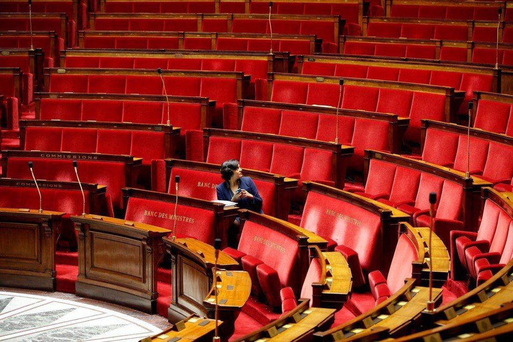 到了2022年,法國政府預計將裁減兩院議員人數的30%,以求提高效率。 圖/路透...