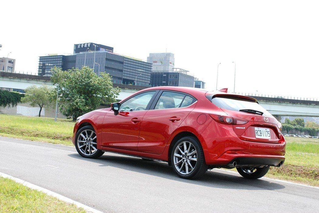 18 年式Mazda3在售價不變的前提下,在尊榮安全型以上導入 SCBS-F ...