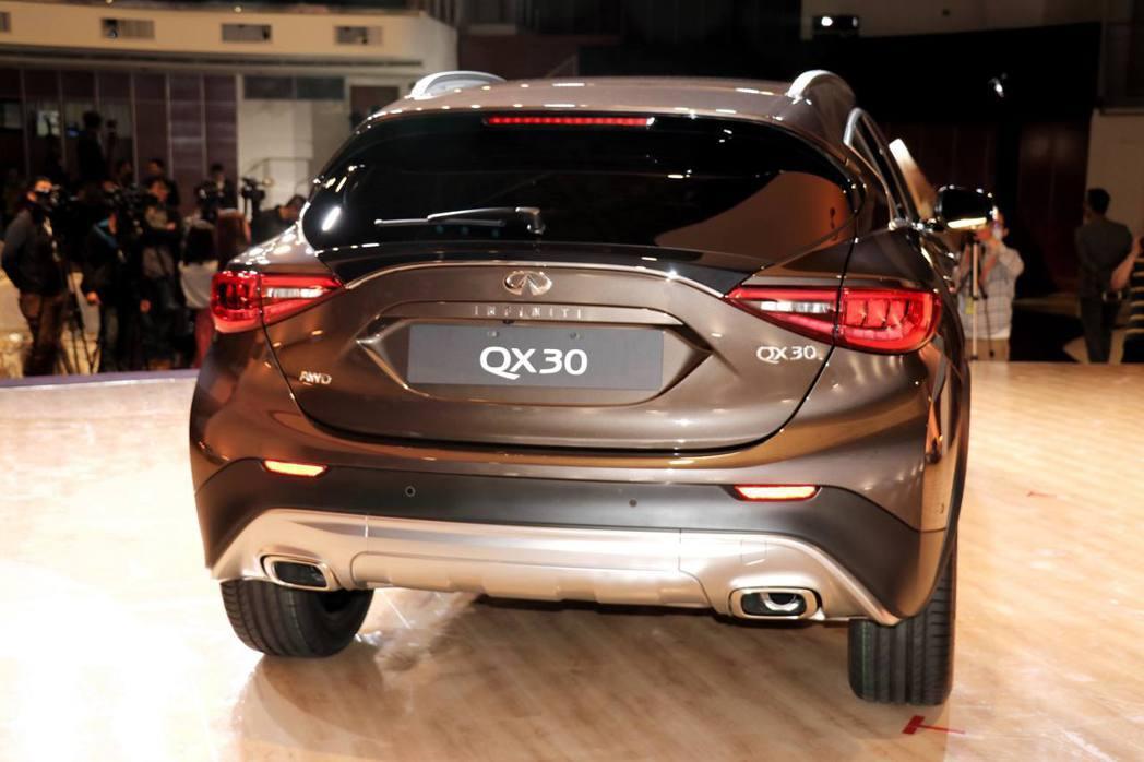 車尾同樣延續Q30充滿設計感的外型。 記者陳威任/攝影