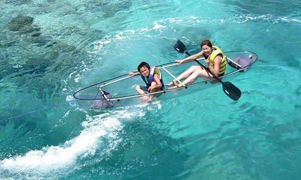 ▲沖繩水納島透明獨木舟。(圖/Tripbaa趣吧!亞洲自由行專家)