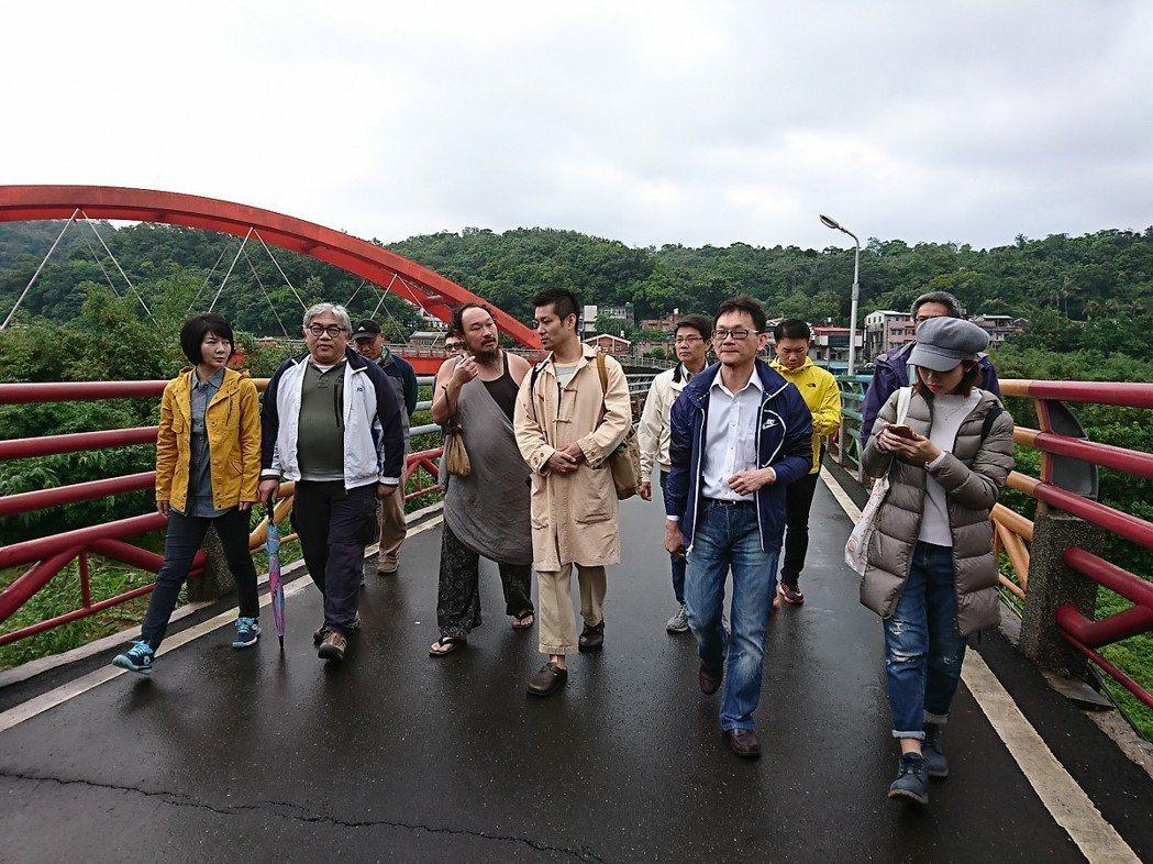 新北市府城鄉局邀請日本地方創生專家山崎亮老師來到老街走訪並且經驗分享,盼能再重生...