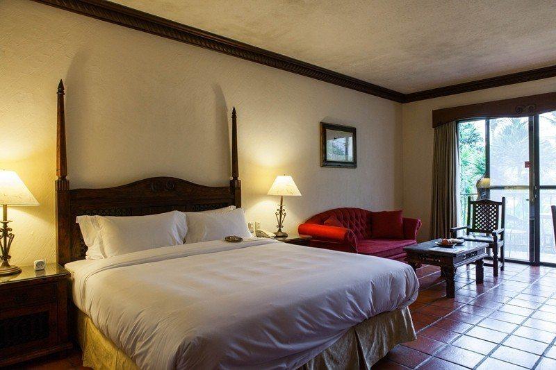豪華客房優惠早鳥價4700元起/寬敞空間相當舒適,每間客房皆設有獨立陽台,窗外綠...