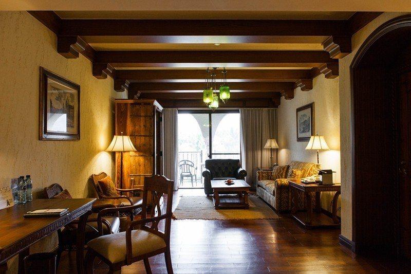 濃厚木質感、充滿華麗貴族氣息的總理套房。