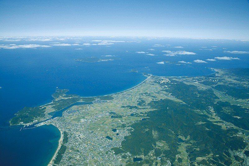 沖之島自古以來就被視為「神居住之島」,整座島都是神社祭拜對象「御神體」。往昔禁止...