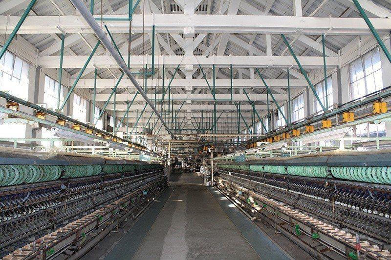 超大規模的製絲廠也讓維持費用高得驚人,繅絲廠是用來將煮過的蠶繭抽絲之設備,目前留...