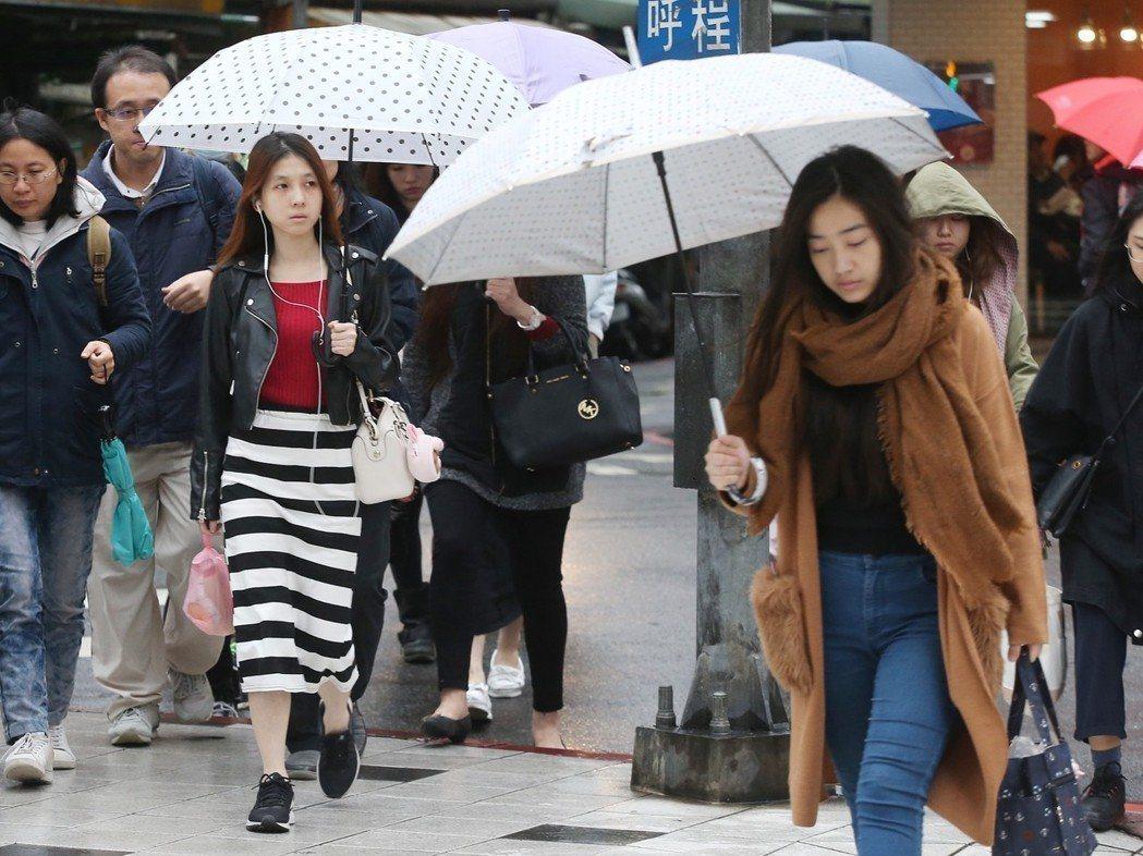 各地天氣轉趨穩定,但東半部、北部山區仍要注意局部雨勢,19日高溫回升。圖/本報資...