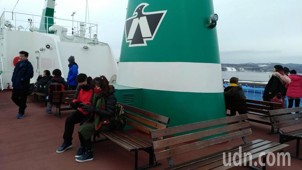日本北海道網走破冰船的戶外空間有座椅。記者楊德宜/攝影