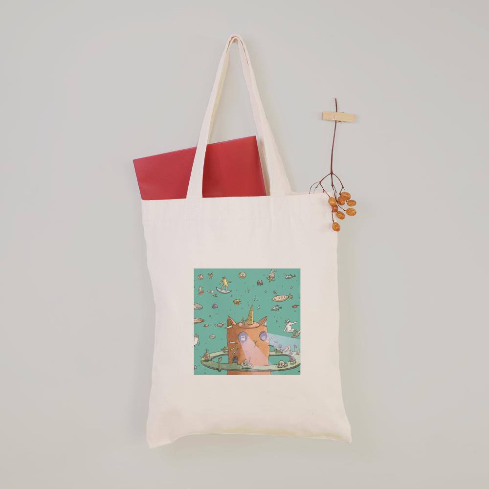 「三角貓」插畫躍上提袋,背著就有好心情。圖/聯宏國際提供