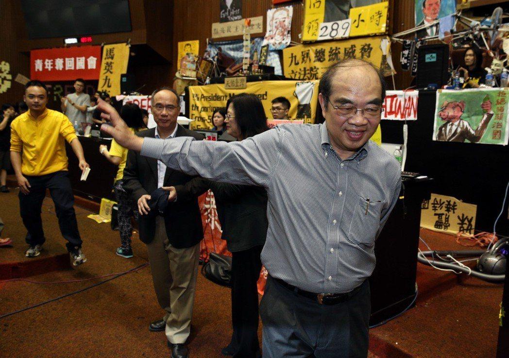 將接任教育部長的吳茂昆(前)。聯合報系資料照片/記者曾吉松攝影