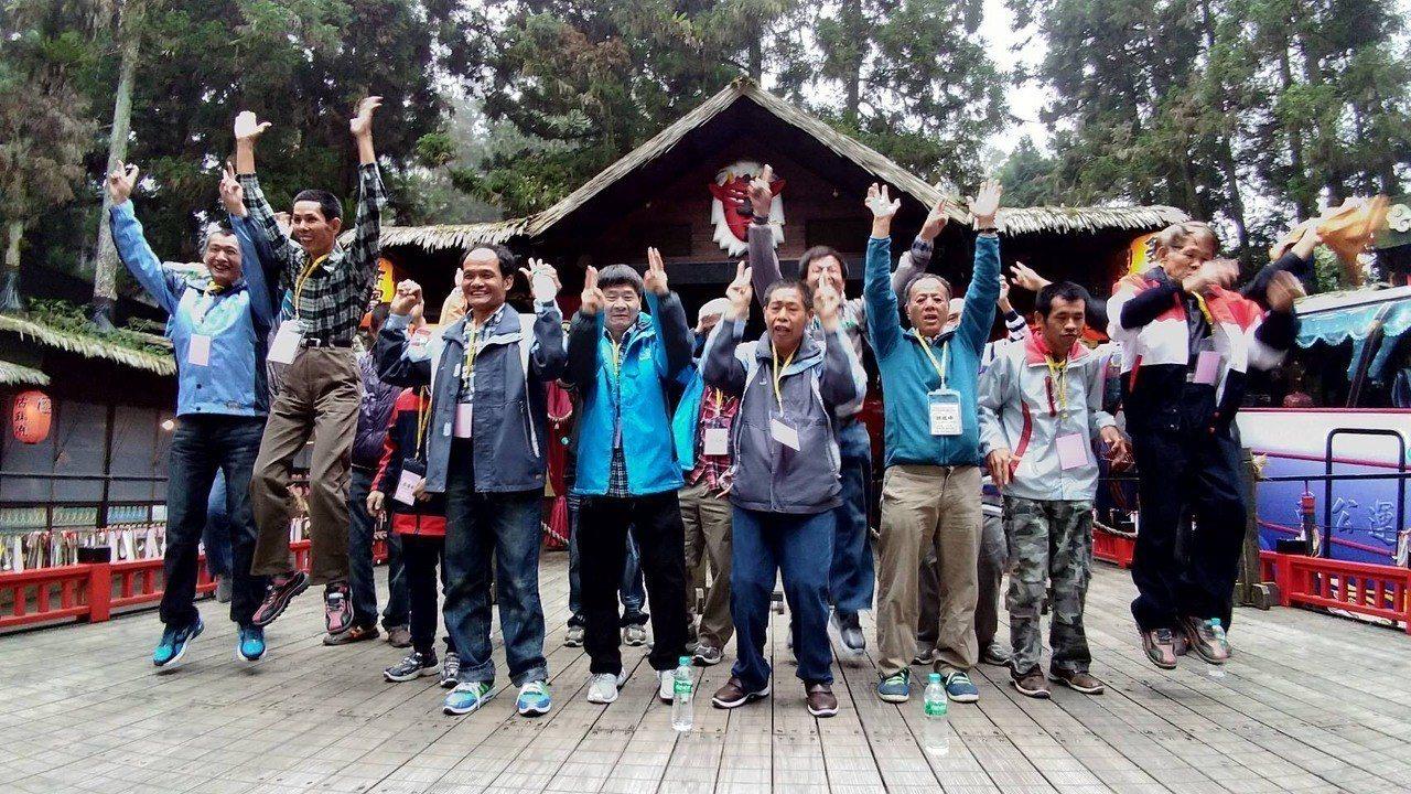 台南教養院舉辦親子共遊活動,院生與家屬拍照留念。圖/台南教養院提供