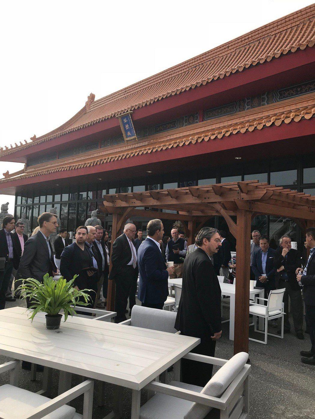 來思達在北卡州高點市的紫禁城展廳以中國風打造。 記者嚴雅芳/攝影