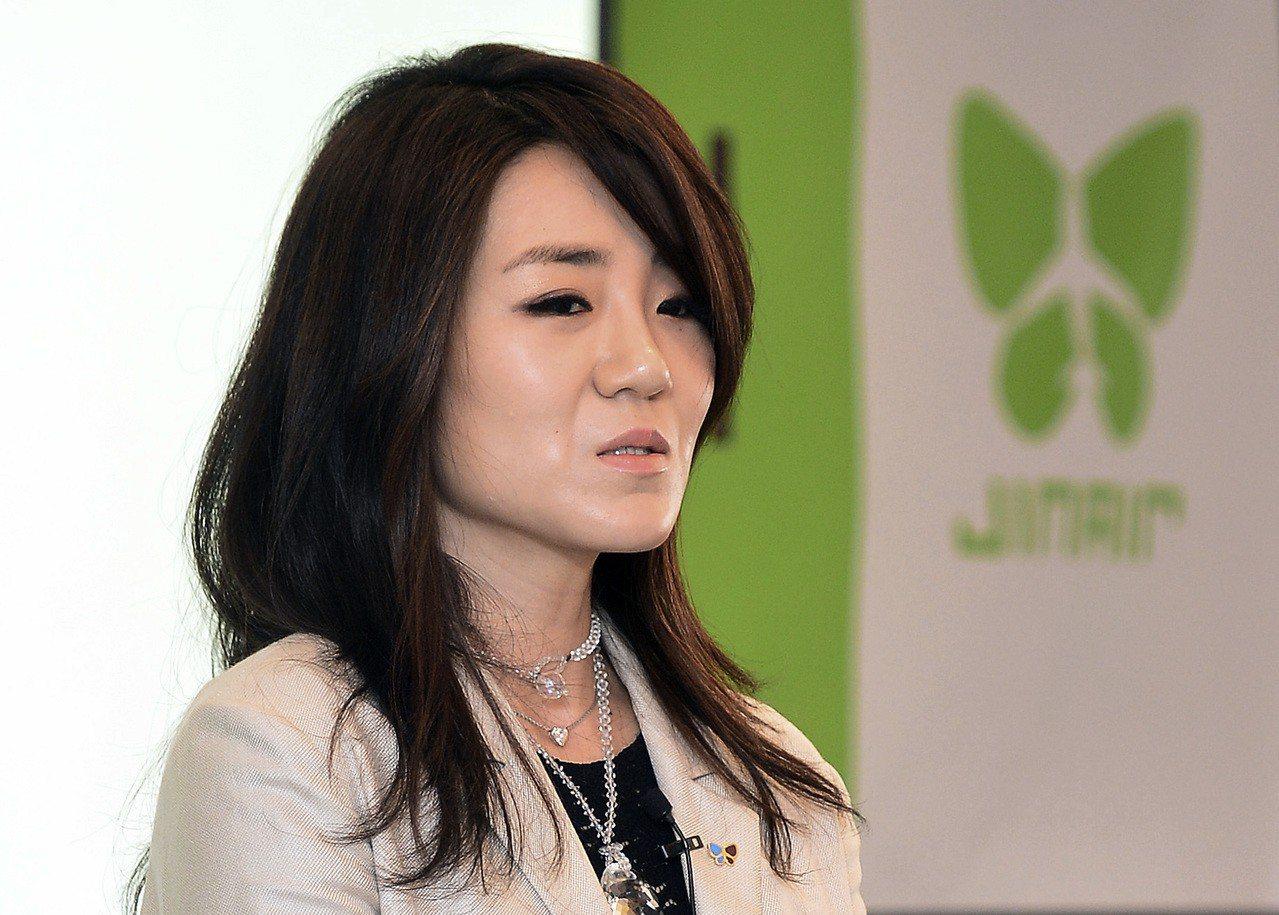 大韓航空二千金趙顯玟,遭爆料在廣告會議上行為囂張跋扈,不但飆髒話還拿水瓶砸人再度引發眾怒。美聯社