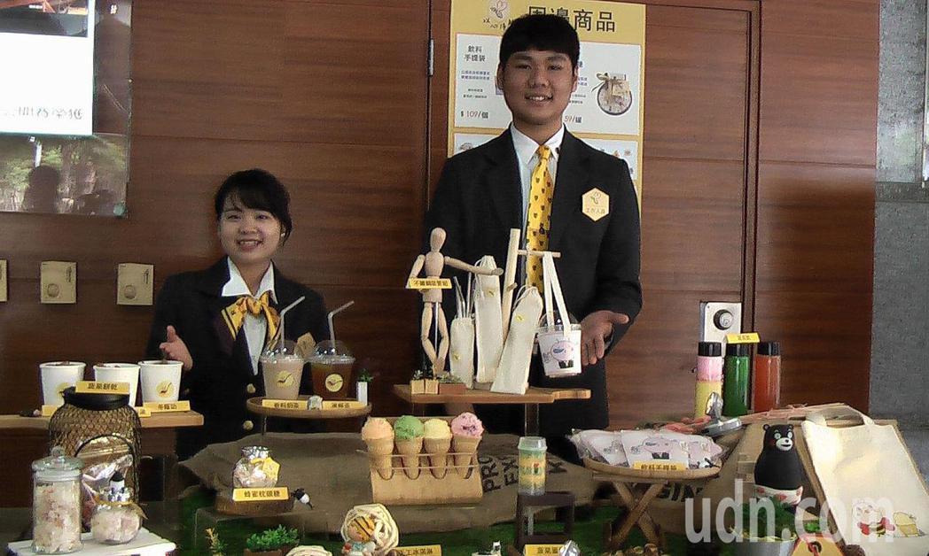 高雄餐旅大學五專餐飲廚藝科舉辦微型創業成果展,展現新飲食型態。記者徐如宜/攝影