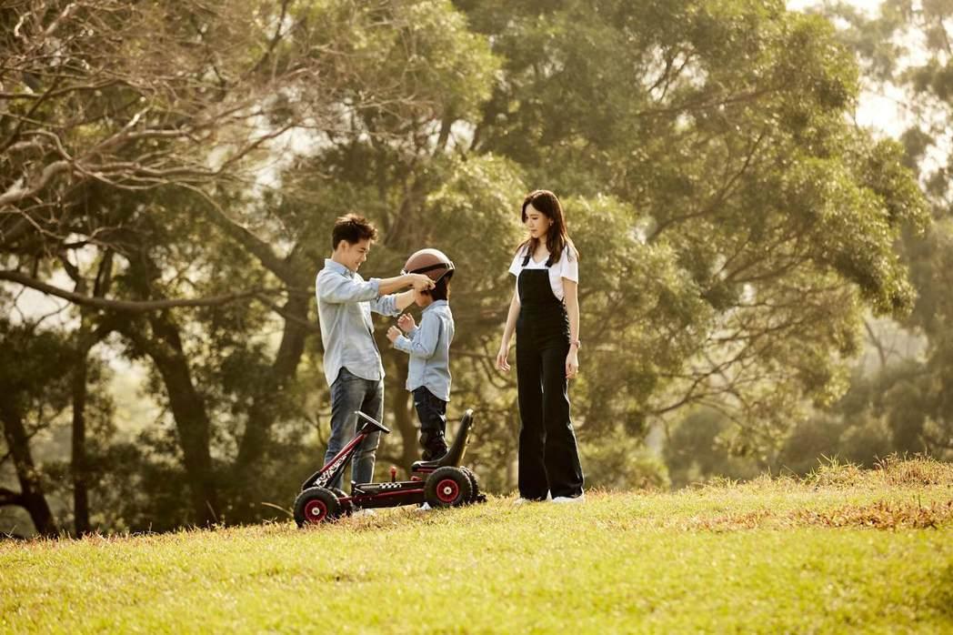林志穎(左)與老婆及兒子入鏡。圖/娛人制造提供