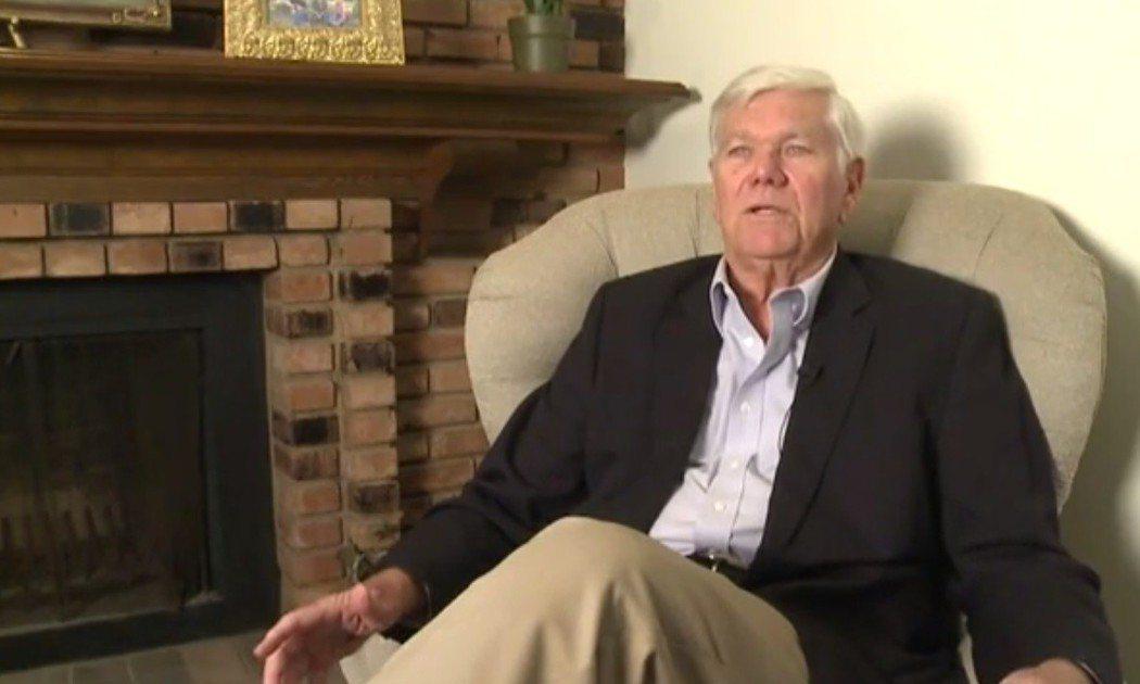 美國退休教師柯克倫擁有大學文憑但卻是文盲,近50歲時他才求助學字,現在他對外闡述...