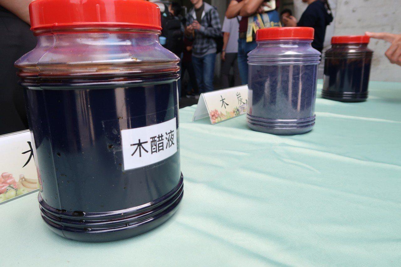 農業廢棄物及處理後可發電、產生生物炭、木醋液等,都可以再利用。記者翁禎霞/攝影
