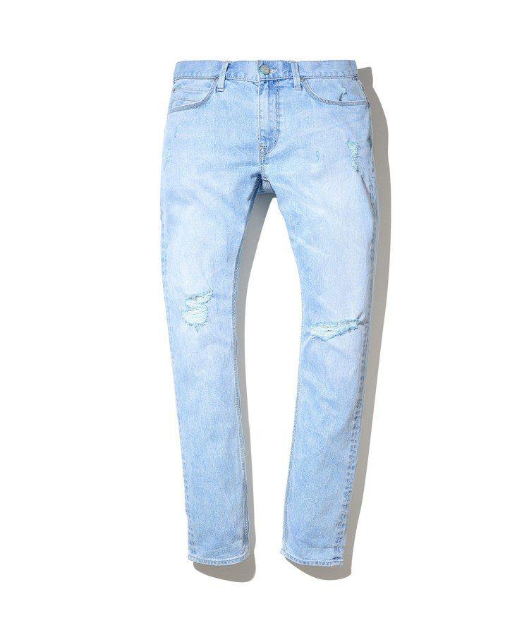 Jade Fusion系列低腰合身小直筒牛仔褲,約4,980元。圖/Lee提供