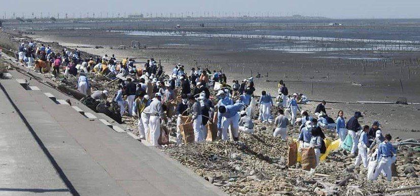 響應「世界地球日」,慈濟志工在4月份於各縣市投入環保宣導活動,並將在4月22日「...