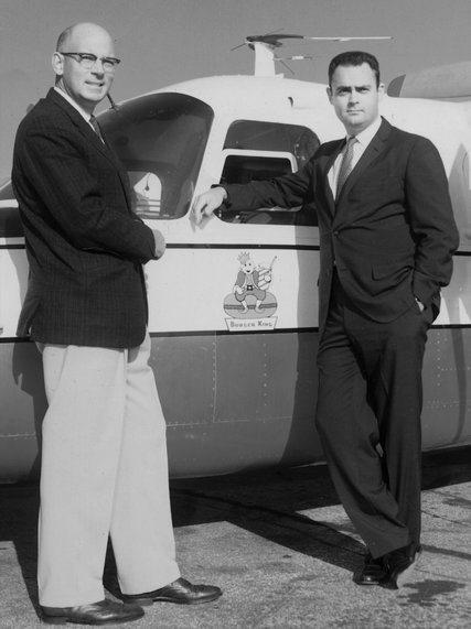 漢堡王創辦人艾格頓(右)和搭檔麥拉默(左)於1960年代合影。(取自紐約時報)