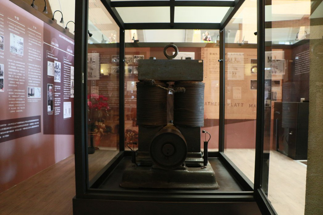 成大珍藏、有133年歷史的「愛迪生-霍普金森直流發電機」,其展示間今天啟用。圖/...