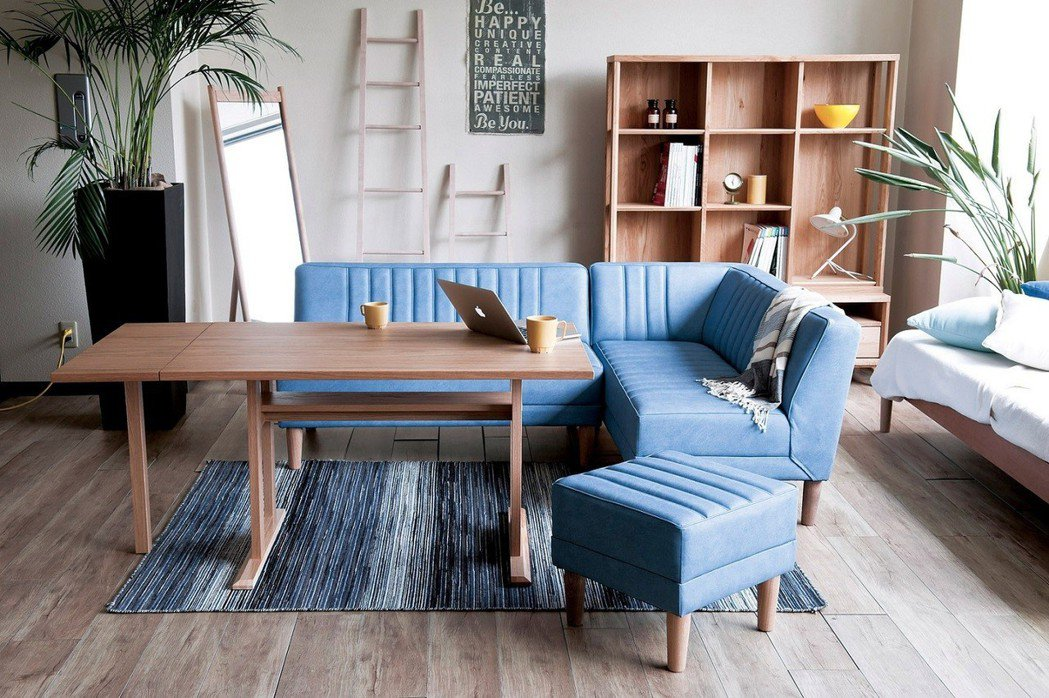 愛知縣品牌DAY的強打為Living&Dining系列,L型沙發加上小餐檯的二合...