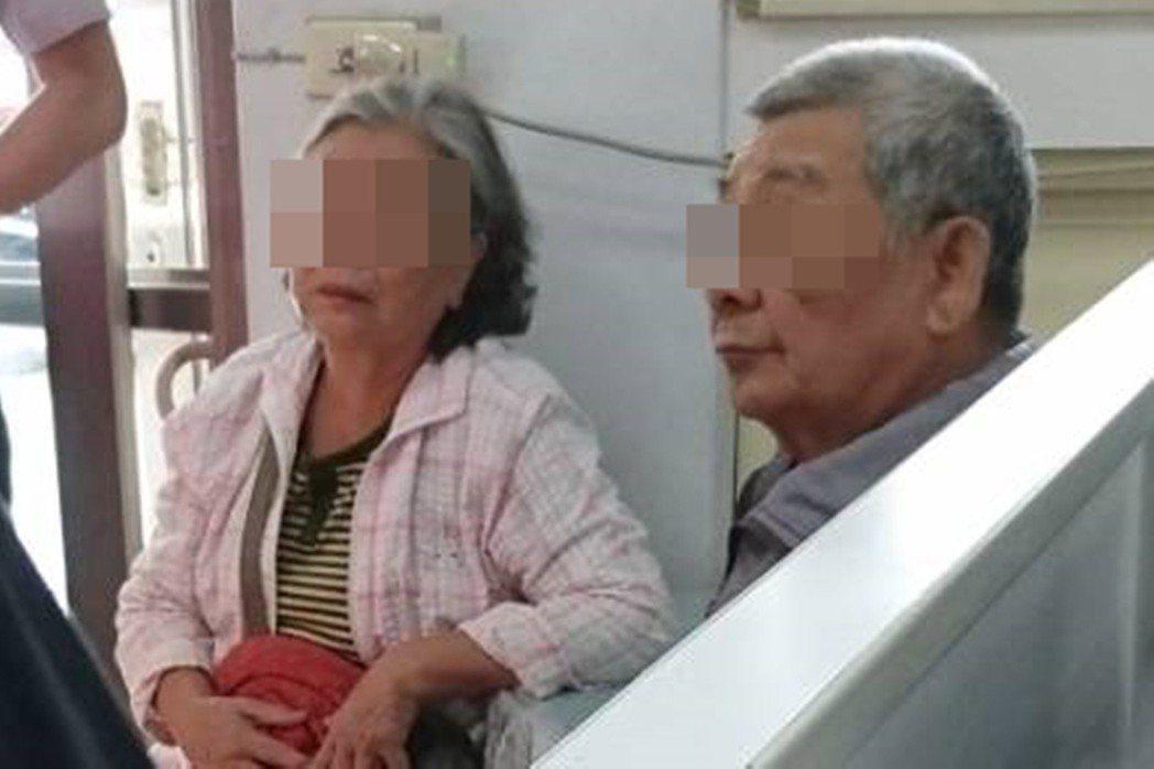 翁的雙親多年不見兒子,發現兒子已瘦到認不出來。記者曹馥年/攝影
