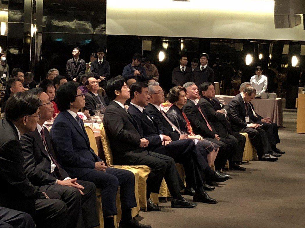 台塑總裁王文淵今天接任工總新理事長,發表演說,行政院長賴清德(第一排左四)台下聆...