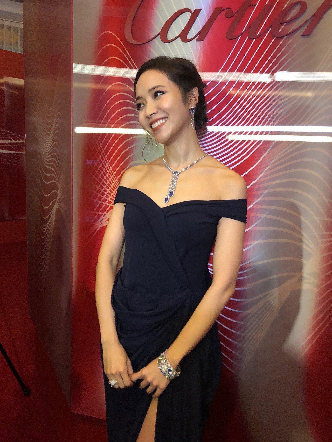 侯佩岑佩戴價值上億的藍寶石鑽石珠寶。記者孫曼/攝影