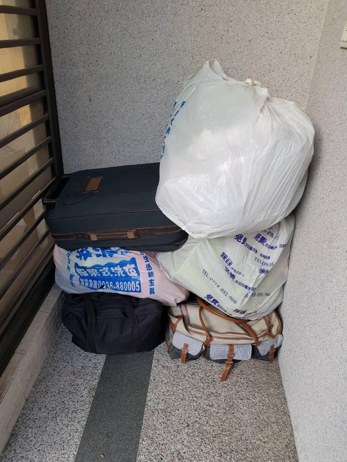警方發現歐騎機車時,載運行李箱等物品,懷疑是贓物,上前盤查時候,歐騎著偷的機車。...