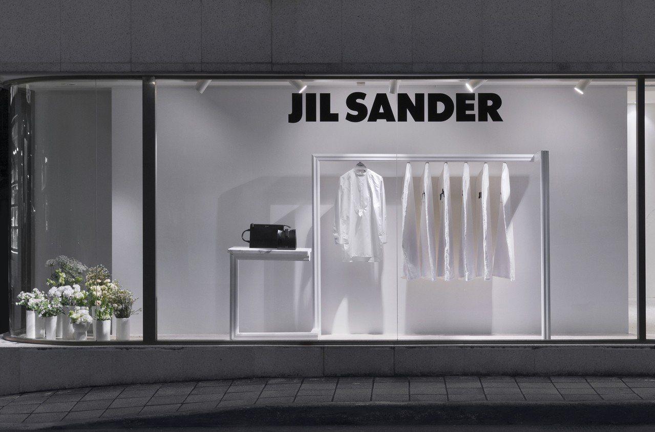 ART HAUS為JIL SANDER的7日襯衫系列打造全新的櫥窗、陳列。圖/A...