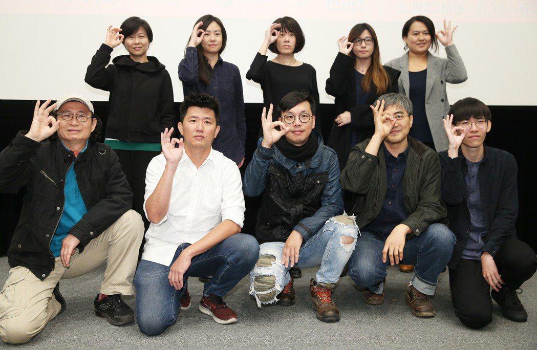 「時光台灣」紀錄短片首映會,導演黃庭輔(前排左一起)、廖克發、候季然、林泰州、吳...