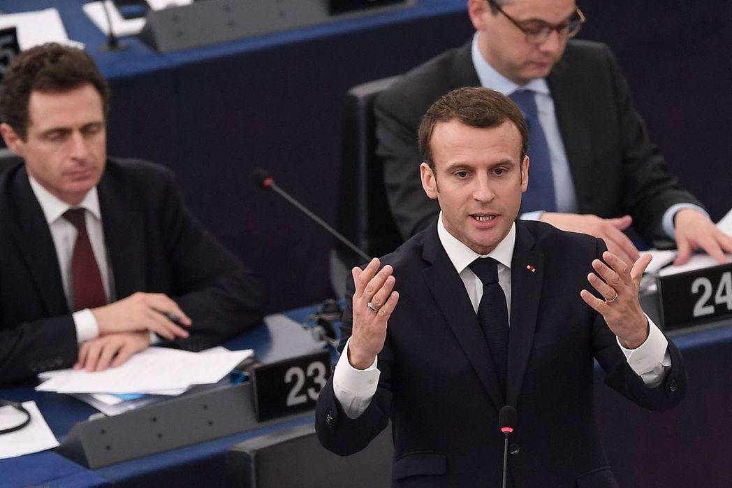法國總統馬克宏17日在歐洲議會發表演說,稱歐盟有「陷入內戰」的危險。(法新社)