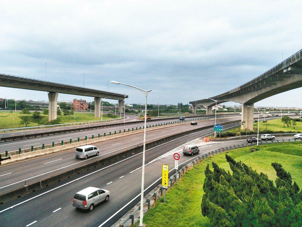 國道2號國2甲快速道「天空斷橋」橫在大園交流道上,施工延宕7年成為大園醜陋地標(...