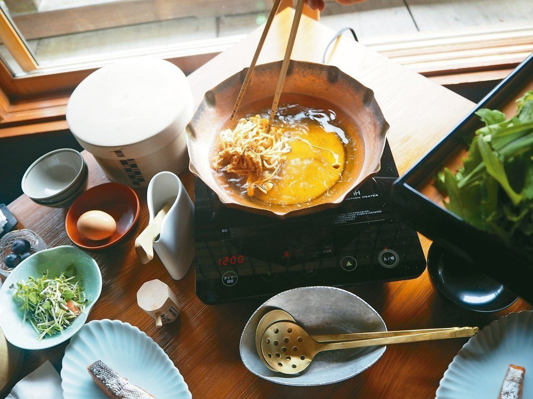 星野嵐山在客房內提供現煮的野菜粥早餐。 圖/曾郁雯提供