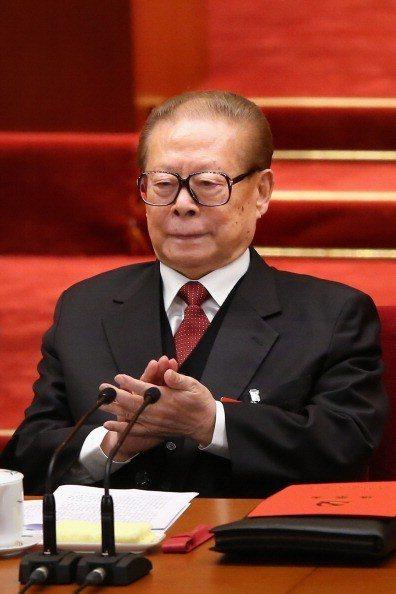 中共前總書記、高齡九十四歲的江澤民日前回揚州老家祭祖,也向外界透露一定的政治訊息...