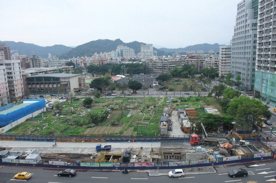 位於台北市信義路與莊敬路口、世貿中心對面精華地段的信義計劃區D1土地,號稱「全台...