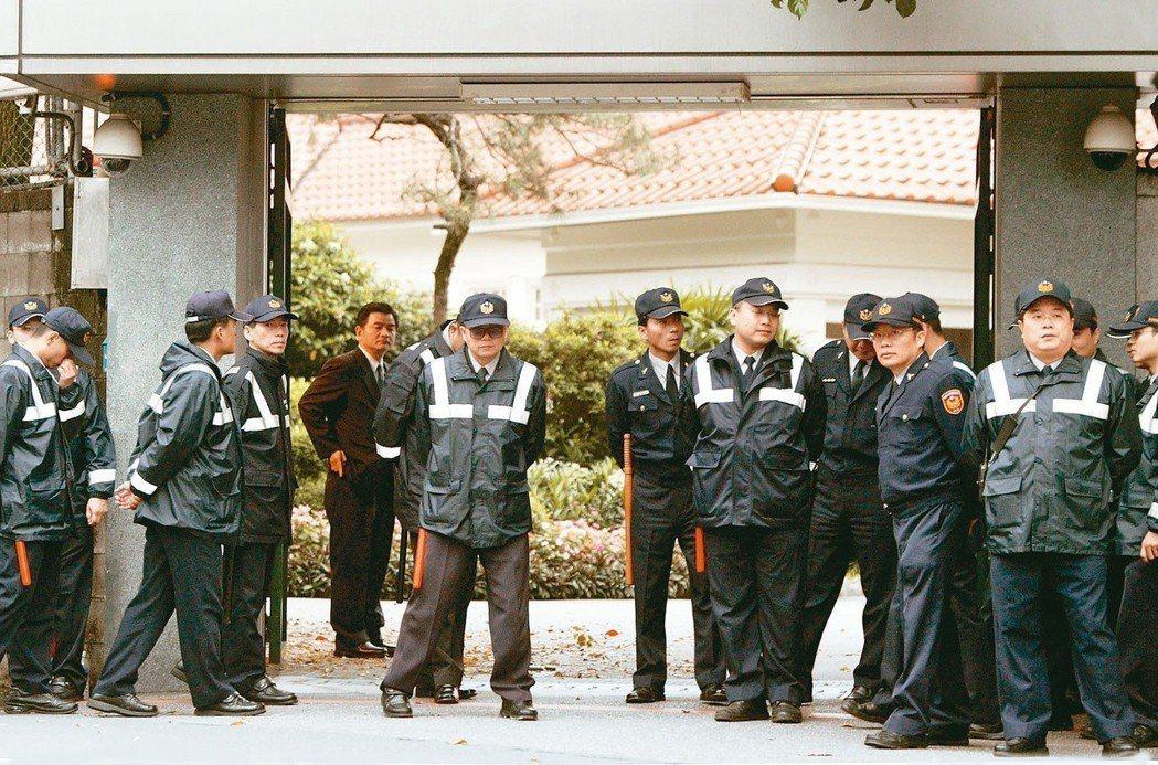 行政院長官邸,是民眾陳抗熱點,常見警力嚴陣以待。圖為2007年樂生療養院保留自救...