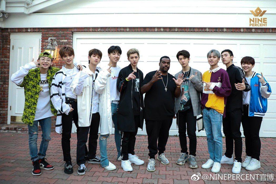 從大陸選秀節目「偶像練習生」脫穎而出的9位男孩組成男團NINE PERCENT,...