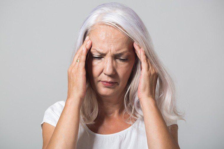 約1/3的48歲到52歲女性因女性荷爾蒙減少,而有更年期症候群症狀。 圖片/in...