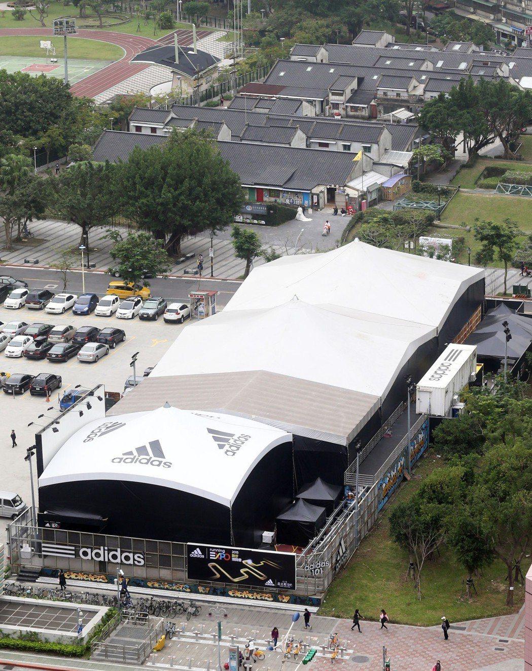 號稱「最貴籃球場」。資料照片/記者徐兆玄攝影