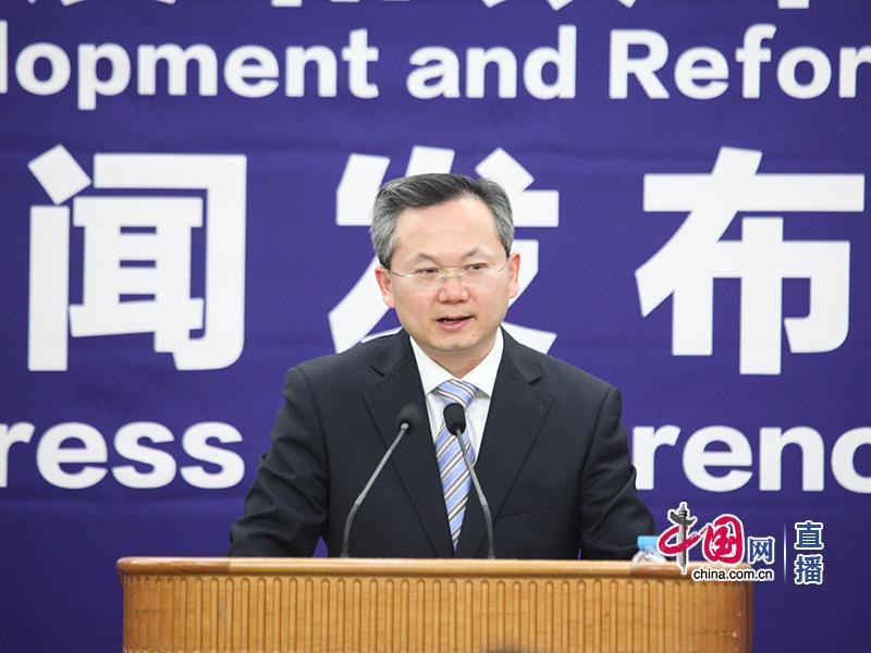 大陸國家發改委政策研究室主任兼委新聞發言人嚴鵬程(取自《中國網》)