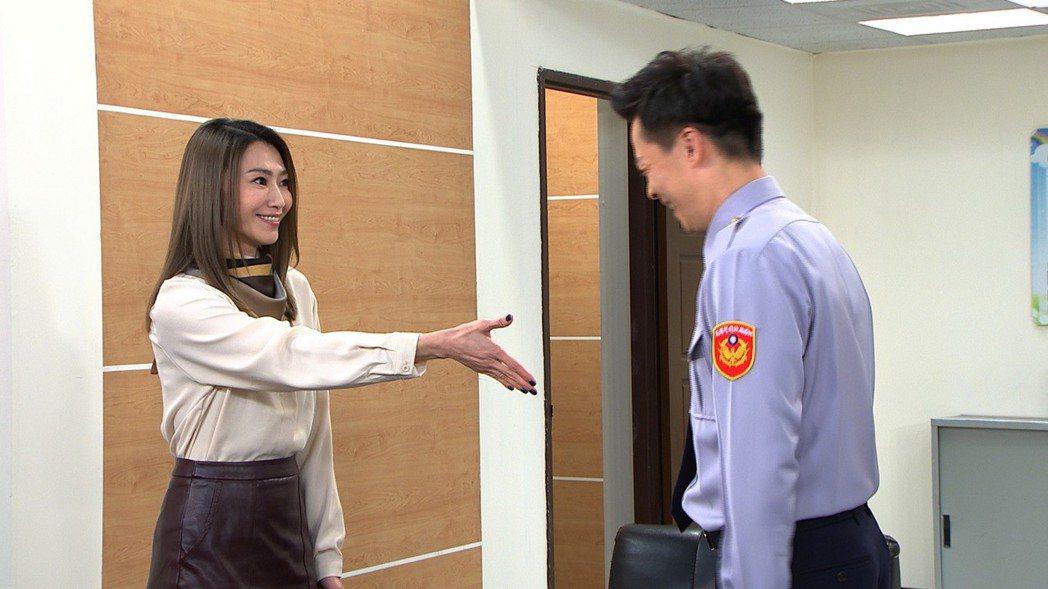 侯怡君接拍民視八點「幸福來了」。圖/民視提供