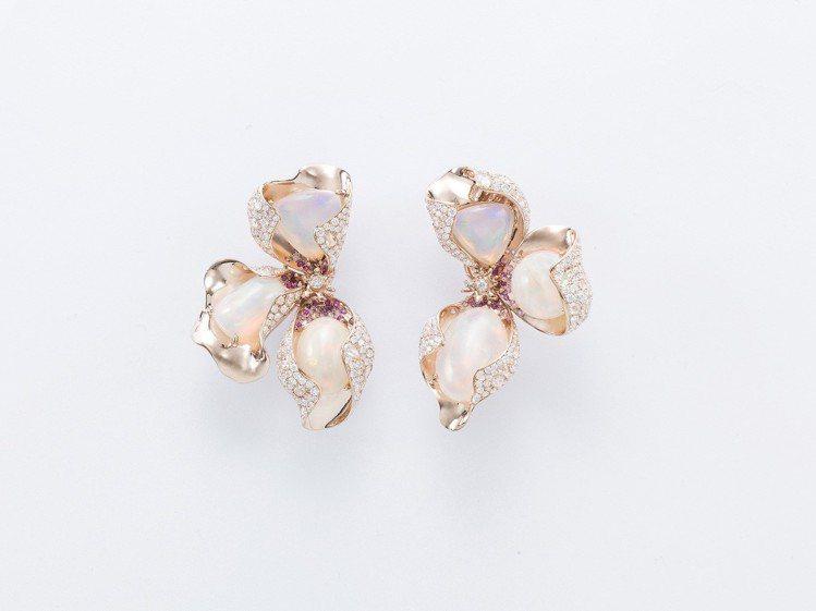 蛋白石花卉耳環,蛋白石、紅寶石、鑽石,158萬元。圖/侍好珠寶提供