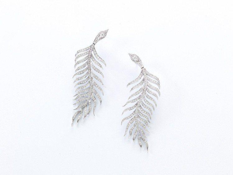 羽毛耳環/胸針,鑽石共2.58克拉,70萬5,000元。圖/侍好珠寶提供