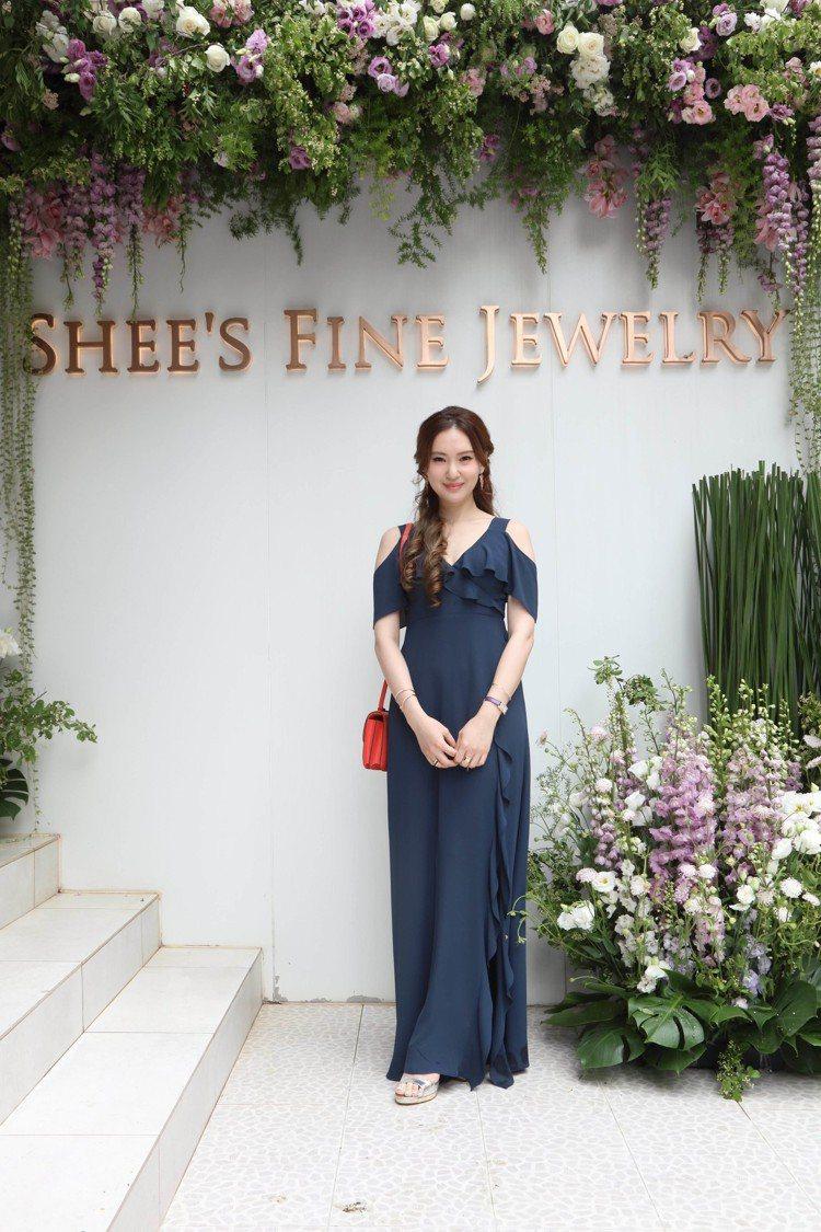 孫婕柔配戴自己鍾愛的玫瑰金珠寶。圖/侍好珠寶提供