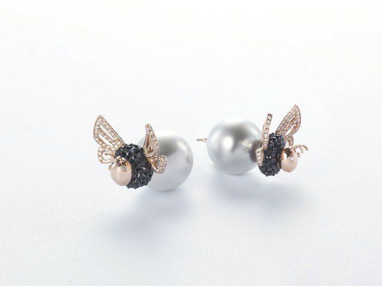 蜂后耳環,珍珠、鑽石、黑鑽,43萬9,000元。圖/侍好珠寶提供
