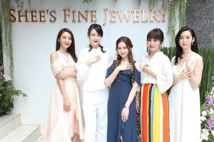 美女設計師侍懷鳳辦新品發表會,名媛好友紛紛來捧場。圖/侍好珠寶提供