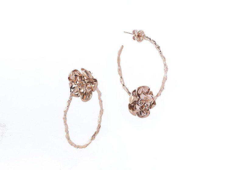 牡丹花耳環,鑽石共0.62克拉,32萬元。圖/侍好珠寶提供
