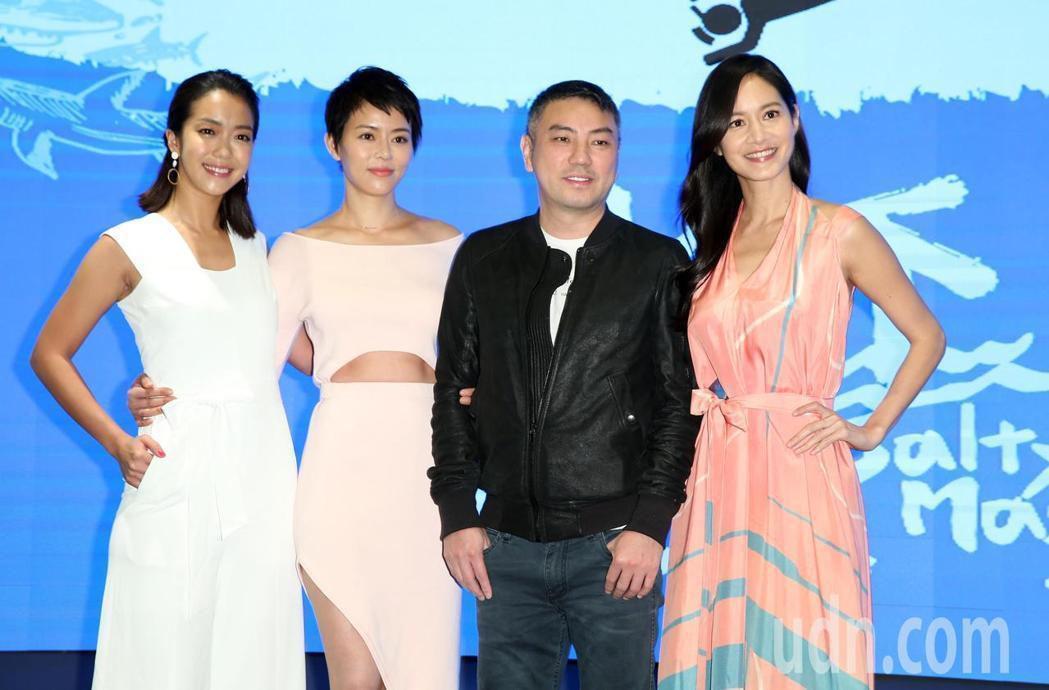 大霈(左起)、劉香慈、詹仁雄及Janet出席「水下三十米潛水平台」啟用活動。記者...